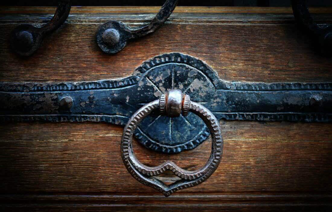 Cambiare la maniglia di una porta come risolvere senza problemi - Smontare maniglia porta ...