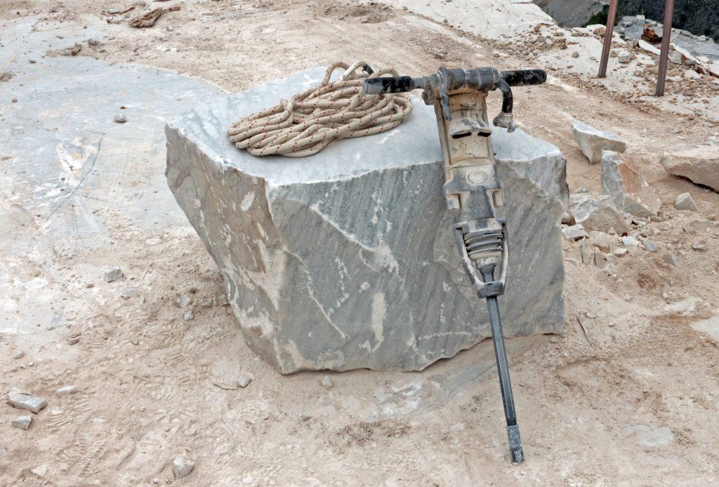 Fare un buco nel marmo: punte del trapano tecniche e limiti