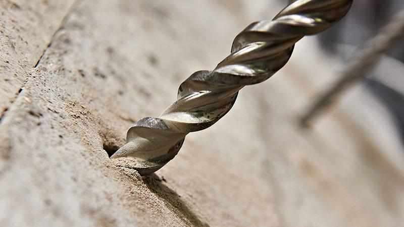 Forare un muro di pietra