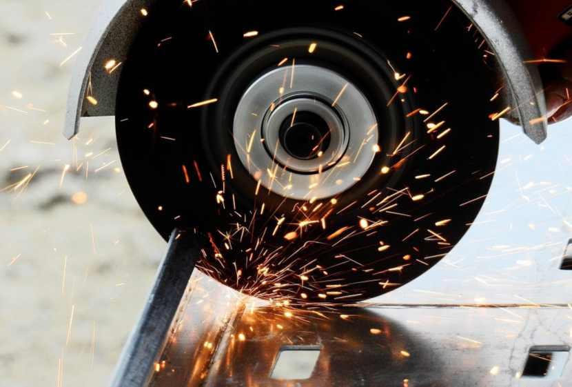 come tagliare il ferro con la smerigliatrice